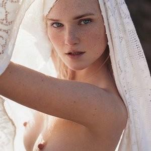 Alexa Reynen's Classy Topless Photoshoot – Celeb Nudes