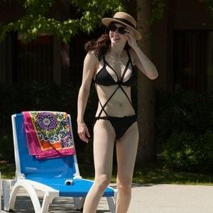 Alexandra Daddario Bikini – Celeb Nudes