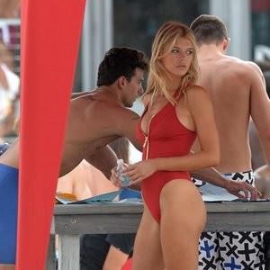 Alexandra Daddario Naked Celebrity sexy 017