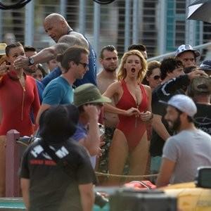 Alexandra Daddario Celebrity Leaked Nude Photo sexy 039