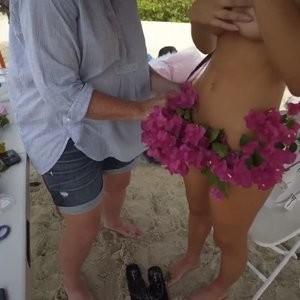 Alexis Ren Nip Slip – Celeb Nudes