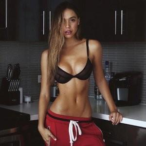 Alexis Ren Sexy – Celeb Nudes