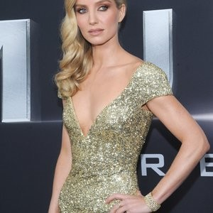 Annabelle Wallis Shows Her Back In A Backless Dress – Celeb Nudes
