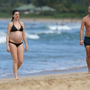 Anne Hathaway Bikini Pics – Celeb Nudes