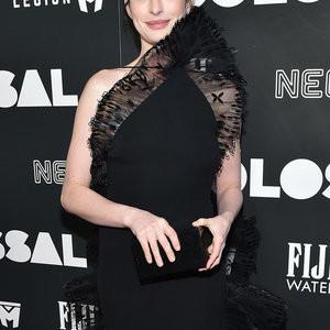 Anne Hathaway Chooses A Weird Dress Still Looks Hot – Celeb Nudes