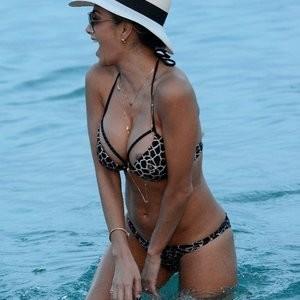 Areola peak of Nicole Scherzinger – Celeb Nudes