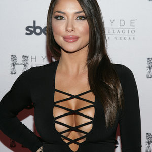 Arianny Celeste Cleavage Photos – Celeb Nudes