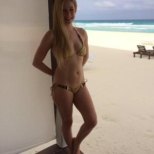 Avril Lavigne nude pics - Celeb Nudes