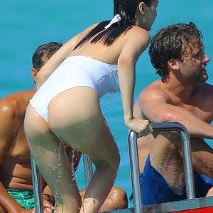 Bella Hadid Swimsuit Photos – Celeb Nudes