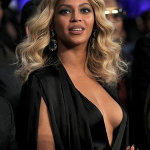 Beyonce Braless photos – Celeb Nudes