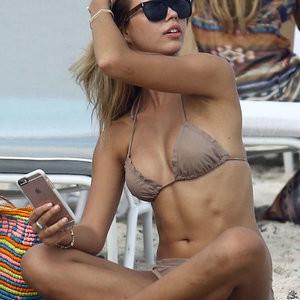 Bikini pics of Sandra Kubicka – Celeb Nudes