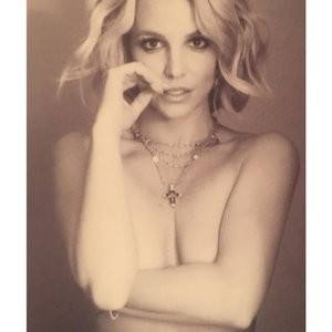 Britney Spears Topless Photo – Celeb Nudes
