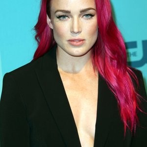 Caity Lotz And Her Strong Sideboob Game – Celeb Nudes