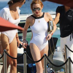 Cameltoe of Lindsay Lohan – Celeb Nudes
