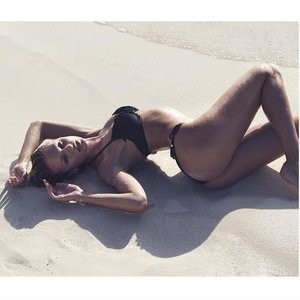 Candice Swanepoel sexy shape – Celeb Nudes