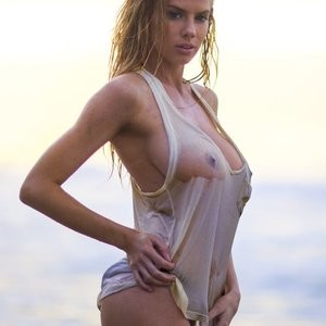 Charlotte McKinney Hot Photos – Celeb Nudes