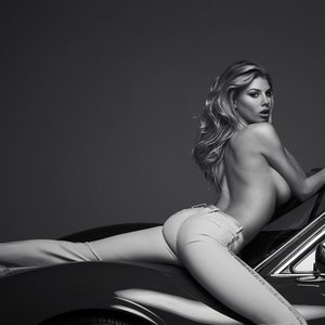Charlotte McKinney Sexy Photos – Celeb Nudes