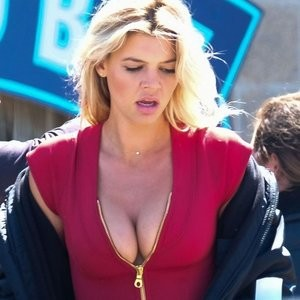 Cleavage pics of Kelly Rohrbach – Celeb Nudes