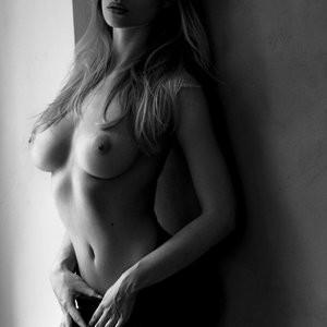 Dioni Tabbers Topless Photos – Celeb Nudes