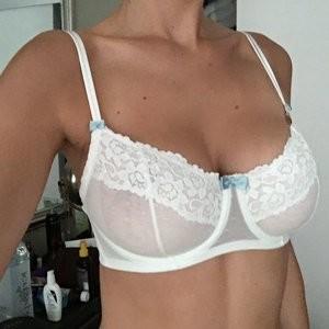 Elizabeth Turner Naked Celebrity Pic sexy 003