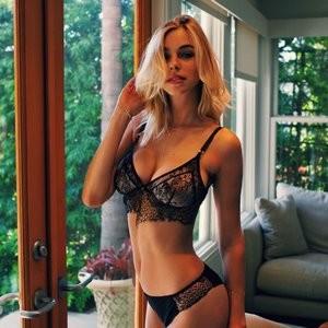 Elizabeth Turner Famous Nude sexy 023