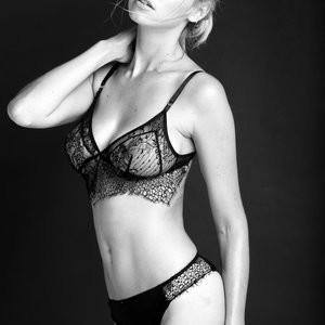 Elizabeth Turner Hot Naked Celeb sexy 033