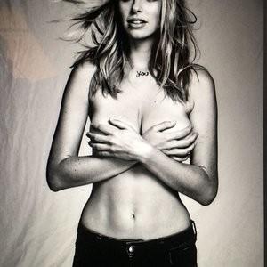 Elizabeth Turner Celebrity Nude Pic sexy 047