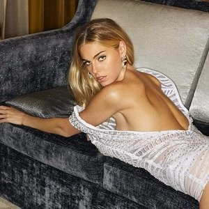 Elizabeth Turner Naked Celebrity Pic sexy 051