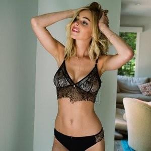 Elizabeth Turner Naked celebrity picture sexy 055