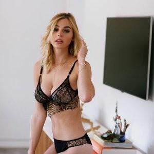 Elizabeth Turner Celebrity Leaked Nude Photo sexy 067