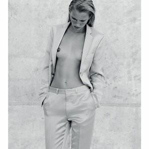 Emily Baker Topless photoset – Celeb Nudes