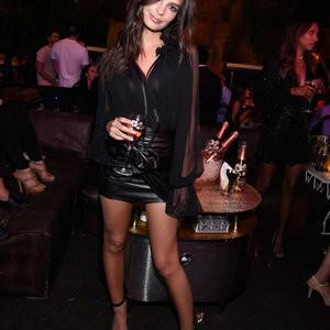 Emily Ratajkowski Showing Off Her Sexy Legs – Celeb Nudes