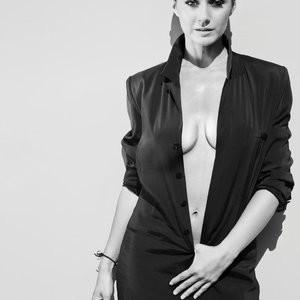 Emmanuelle Chriqui Braless Pics – Celeb Nudes