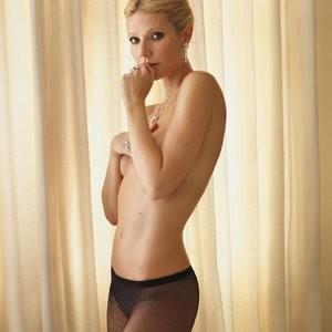 Gwyneth Paltrow Teasing Topless – Celeb Nudes