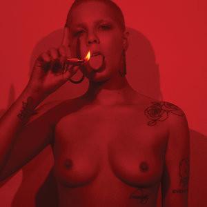 Halsey Topless – Celeb Nudes