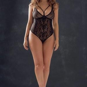 Holly Peers Topless Photos – Celeb Nudes