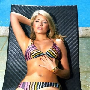 Holly Willoughby Sexy Bikini Photos – Celeb Nudes