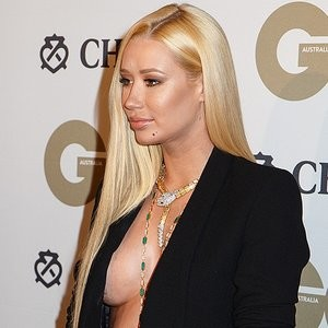 Iggy Azalea Braless Photos – Celeb Nudes
