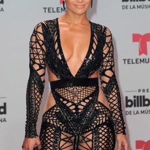 Jennifer Lopez Shamelessly Shows Some Skin – Celeb Nudes