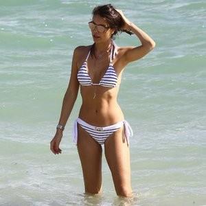 Julia Pereira Bikini – Celeb Nudes