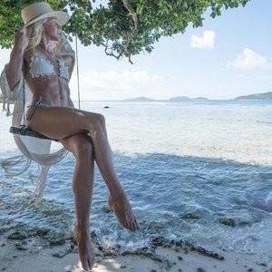 Julianne Hough Bikini – Celeb Nudes