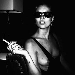 Kate Moss Topless Photos – Celeb Nudes