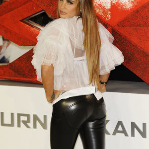 Katie Price Shamelessly Showing Off Her Main Asset – Celeb Nudes
