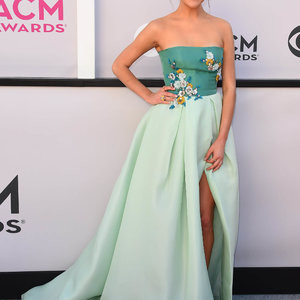 Kelsea Ballerini Shocks The World With Her Outfit – Celeb Nudes