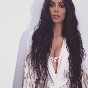 Kim Kardashian Cleavage Photo – Celeb Nudes