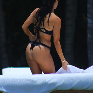Kourtney Kardashian Is Also Really Hot – Celeb Nudes