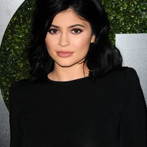 Kylie Jenner Braless Photos – Celeb Nudes