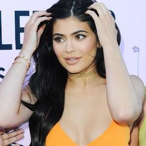 Kylie Jenner Sexy Photos – Celeb Nudes
