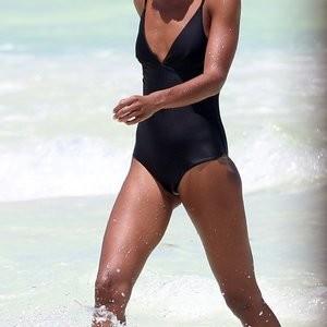 Alycia Debnam-Carey Celebrity Nude Pic sexy 005