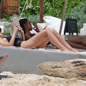 Alycia Debnam-Carey Celebrity Nude Pic sexy 051